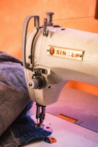 How To Insert A Bobbin Case In A Singer Sewing Machine